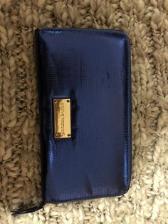 2c07b900228 Blue Steve Madden zip-around wallet with gold interior. Perfect for holding  cards