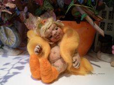 nadelgefilzte Schlummerelbe Dotty,12 cm von Ute´s Herzbären , Ute´s Herz- Filzies,Ute´s OOAK- Fiemelchen auf DaWanda.com