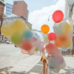 Find images and videos about photography and balloons on We Heart It - the app to get lost in what you love. Bubble Balloons, Rainbow Balloons, Red Balloon, Helium Balloons, Bubbles, Balloon Party, Feel Good Pictures, Air Balloon Rides, Unicorn Party