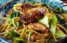 Kip Teriyaki met Mie - Gratis recepten via Receptenbundel. Spicy Recipes, Clean Recipes, Cooking Recipes, Healthy Recipes, Mie Noodles, Soba Noodles, Good Food, Yummy Food, Indonesian Food