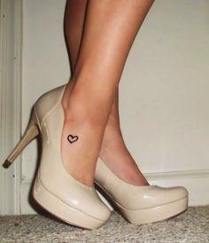 tatuaje-corazon-discreto-pie.jpg (467×544)