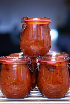 photograph picture how to make recipe for spicy indian style tomato chutney How To Make a Wonderful Spicy Tomato Chutney Chutneys, Tomato Garden, Garden Tomatoes, Spicy Tomato Chutney, Green Tomato Recipes, Dips, Canning Recipes, Canning Jars, Sauces