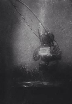 The oceanographer and biologist Emil Racoviță, here equipped with a standard diving dress. An underwater photograph taken by Louis Boutan (Banyuls-sur-Mer, south of France, Louis Daguerre, Photos Sous-marines, Rare Photos, Vintage Photos, Photographs, Rare Images, Under The Water, History Of Photography, Vintage Photography