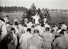 Un prêtre célèbre la messe pour les soldats du front de Champagne,1915.