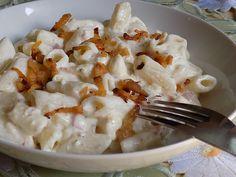 Nakrájíme cibuli a slaninu. Dáme opražit. Mezitím  uvaříme těstoviny podle návodu.Když se cibulka a slanina opraží, přidáme tavený sýr, necháme... Bon Appetit, Potato Salad, Mashed Potatoes, Cauliflower, Macaroni And Cheese, Food And Drink, Pasta, Vegetables, Cooking