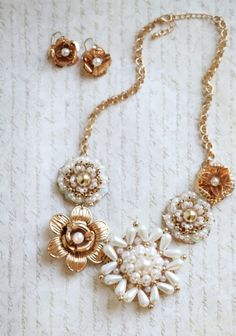 vintage looking flower necklace