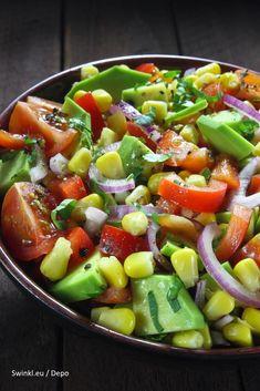 Salade met komkommer, tomaat en avocado – Swinkl