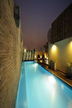 Well-priced accommodations accompanied with beautiful Thai decor can be enjoyed at Sleep Withinn. Sleep Withinn Bangkok Thailand R:Bangkok Province hotel Hotels Bangkok Hotel, Bangkok Thailand, Thai Decor, Modern Hotel Room, Rooftop Pool, Pool Bar, Beautiful Hotels, Best Budget, Smoking Room