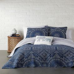 Dress your bed in bohemian flair with Levtex Home's Bungalow Reversible Quilt Set. This set features a bold chic tribal pattern in navy and white that reverses to a micro diamond print, and includes a throw pillow with an elephant print. Coverlet Bedding, Linen Bedding, Bedding Shop, Bed Linens, Comforters, King Quilt Sets, Queen Quilt, Small Room Bedroom, Bedroom Decor
