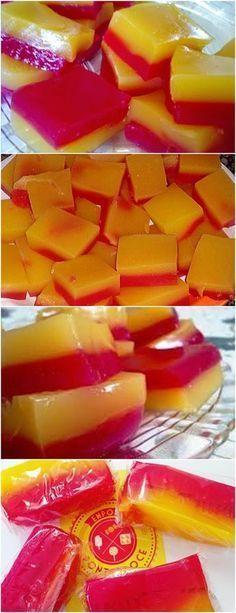 GENTE QUEM NÃO TEM SAUDADES DA INFÂNCIA?ESSE DOCE ME FAZ LEMBRAR MUITO A MINHA❤️ VEJA AQUI>>>Prepare 1 base misturando os ingredientes e coloque 1 pacotinho de gelatina, misture dissolvendo bem e leve ao fogo, utilize um misturador de arame para facilitar (fuet) #receita#bolo#torta#doce#sobremesa#aniversario#pudim#mousse#pave#Cheesecake#chocolate#confeitaria Sweet Desserts, Sweet Recipes, Delicious Desserts, Brazillian Food, Birthday Desserts, Yummy Cookies, Party Snacks, Confectionery, Food Hacks