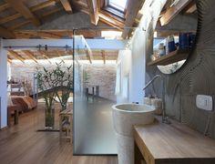 Vimar referenza a Venezia con la serie Arké esempio installazione domotica con i pulsanti e prese in bagno