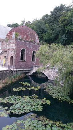 Magyarország,Budapest, Frankel Leó utca, régi Lukácsfürdő szálloda kupola romjai, az 1893 ban épült népgőzfürdő. Előtérben a Malom tó.