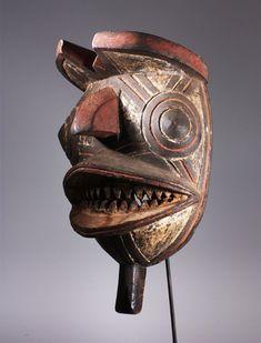 Mask to dance Gurunshi family in (Nunuma) ritual