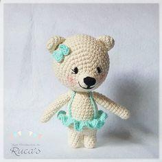 Hoy ya os puedo enseñar a Susi, la hermana del bebé Oso Polar!! ¿Habéis visto que coqueta es? - - - OSA POLAR SUSI / SUSI, THE POLAR BEAR Patrón en proceso / Pattern in progress - - - #rucagurumis #osopolar #polarbear #amigurumi #amigurumiaddict #crochet #crochelover #ganchillo #hechoamano #handmade #osoamigurumi