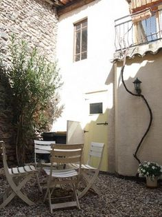 Price: EUR 93,500. For Sale in Pezenas, Languedoc Roussillon. Charming renovated stone house offering 56 m² of living space including 2 bedrooms plus a lovely courtyard of about 20 m² and a terrace of 6 m². In the heart of the village nearby all shops and cafés. Attractive price!