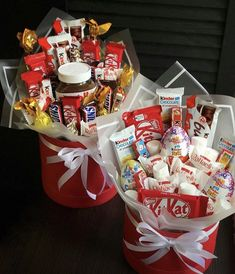 Candy Bouquet Diy, Food Bouquet, Diy Bouquet, Candy Gift Box, Diy Gift Box, Diy Gifts, Valentine's Day Gift Baskets, Gift Hampers, Cute Gift Wrapping Ideas