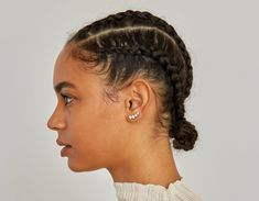 Made with sustainably grown diamonds and solid gold, the Round Ear Arc by Vrai is designed to be worn solo as a statement of individuality. Black Girls Hairstyles, Braided Hairstyles, Chic Hairstyles, Baddie Hairstyles, Curly Hair Styles, Natural Hair Styles, Natural Protective Styles, Protective Hairstyles For Natural Hair, Dreads