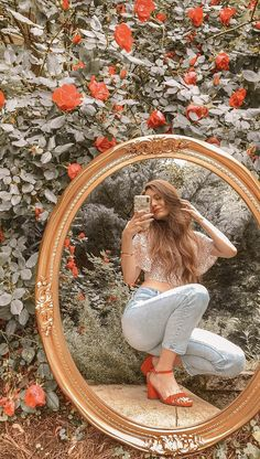 inspiration for a chic look on the latest photo trend Mirror Photography, Creative Portrait Photography, Girl Photography Poses, Cute Instagram Pictures, Cute Poses For Pictures, Tumblr Photoshoot, Kreative Portraits, Shotting Photo, Photographie Portrait Inspiration