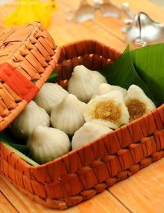 Modak is a sweet dumpling stuffed with a filling of coconut and jaggery. While this mouth-watering delicacy is an inseparable part of Ganesh Chaturthi celebrations, is a tasty treat for the whole family, especially the young ones. Indian Dessert Recipes, Indian Sweets, Indian Recipes, Modak Recipe, Maharashtrian Recipes, Garlic Chutney, Sweet Dumplings, Dry Coconut, Food Festival