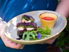 Připravte si skvělé asijské závitky s kančím masem a červeným zelím podle šéfkuchaře Jana Kaplana. Recept na blogu Oh My Chef. I Chef, Chili, Ethnic Recipes, Food, Meal, Chile, Chilis, Essen