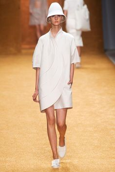 Wonderfull white ensemble in a contemporized 60's look by Akris, Paris, Spring 2014