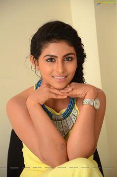 http://www.ragalahari.com/actress/78726/kruthika-jayakumar-pics/image26.aspx