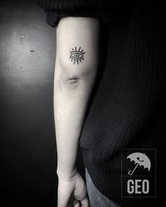 eye tattoo, evil eye, minimalist tattoo, blackwork, tatouage, greenpoint, brooklyn, submission, oeuil