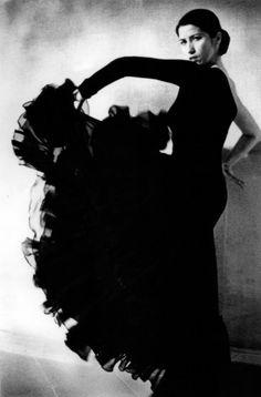 flamenco dress worn by Laura Torricini dancer - Spain
