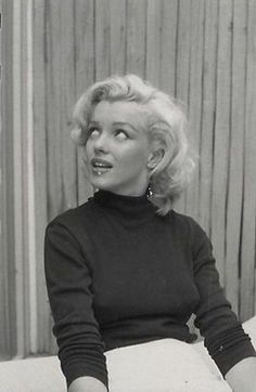 Rare photographs of Marilyn Monroe by Alfred Eisenstaedt, 1953 Marilyn Monroe, Old Hollywood Stars, Vintage Hollywood, Make A Girl Laugh, Black White, Norma Jeane, Real Women, American Actress, My Idol