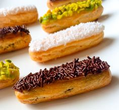 """Mini éclairs """"Carolines"""" (pistache, chocolat, noix de coco)"""
