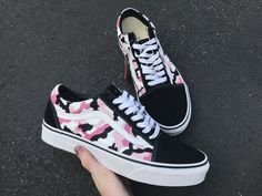 Pink Camo Vans, School starts in 3 months, which Cute Sneakers, Vans Sneakers, Sneakers Workout, Girls Sneakers, Vans Shoes Fashion, Custom Vans Shoes, Cool Vans Shoes, Cute Vans, Aesthetic Shoes