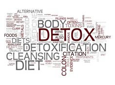 To fend off illness this summer, you should help your body detox with the foods that speed toxin elimination. Here's what you need to know about the best detox foods, supplements and activities for summertime natural cleansing. Easy Detox, Healthy Detox, Healthy Life, Healthy Drinks, Healthy Choices, Healthy Foods, Best Detox Foods, Cleaning Your Colon, Summer Detox