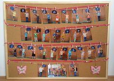 Afbeeldingsresultaat voor afscheidscadeau juf Moon Crafts, Diy Crafts, Student Gifts, Teacher Gifts, Orla Infantil, Toys From Trash, School Door Decorations, School Doors, Farewell Gifts
