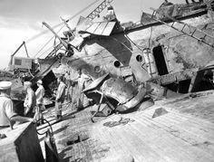 Photos: Attack on Pearl Harbor, December 1941 Hawaii In December, December 7, Pearl Harbour Attack, Uss Oklahoma, Remember Pearl Harbor, Uss Arizona, Us Navy Ships, Abandoned Ships, Civil War Photos