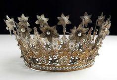 Pretty crown from: heartshabbychic.blogspot.com