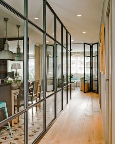 Une nouvelle décoration pour une designer espagnole - PLANETE DECO a homes world Glass Chair, Steel Doors And Windows, Glass Room Divider, Iron Doors, Interior Architecture, Sweet Home, New Homes, House Design, Home Decor