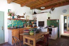 Ez hasonló ahhoz amit én is szeretnék! Érdemes pillantást vetni a padlózatra, az asztalra a lomos székekkel és a konyhabútorra. Imádom a mennyezetet is!