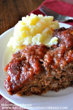 If you have not made meatloaf lately because you need a good recipe, try this extremely moist meatloaf recipe with a sweet and tangy flavorful sauce. This sauce with the meatloaf makes it perfect. The sauce is made using vinegar, dark brown sugar, ketchup Moist Meatloaf Recipes, Meat Recipes, Slow Cooker Recipes, Crockpot Recipes, Cooking Recipes, Homemade Meatloaf, Easy Cooking, Recipies, Good Meatloaf Recipe