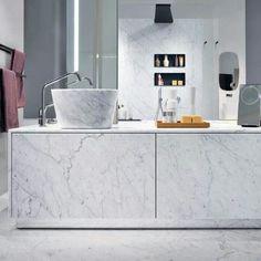 Bathtub + washbasin front