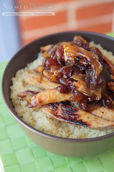 No solo dulces - Cuscús con pollo, cebolla, pasas al estilo árabe - Cous cous with chicken, onion arab style (with honey and cinnamon) (Honey Chicken Thermomix) Easy Cooking, Cooking Recipes, Asian Recipes, Healthy Recipes, Brunch, Small Meals, Middle Eastern Recipes, I Love Food, Soul Food
