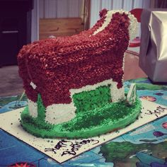 Another livestock themed cake from Farm girl Factory, all cake Hereford heifer #hereford