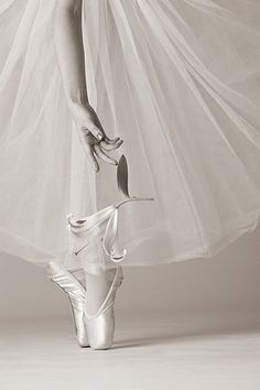 Ballet l BALLERINA l on pointe | pinned by http://www.cupkes.com/