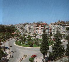 Ataturk street. Also called 'Vali Göbeği'.