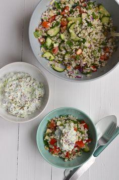 Een lekkere en gezonde salade van parelgort met Griekse yoghurt dip.
