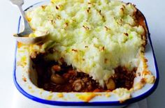 If you're looking for a cottage pie recipe minus the calories then this Weight Watchers recipe is sure to please. It doesn't miss out on any flavour!Get the recipe: Weight Watchers cottage pie Dinners Under 500 Calories, 500 Calorie Meals, Low Calorie Recipes, Cheap Family Meals, Cheap Meals, Easy Meals, Healthy Dinners, Healthy Suppers, Healthy Lunches