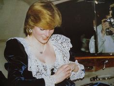 February Princess and Prince Charles attend a British Film Institute dinner at 11 Downing Street, the Chancellor of the Exchequer's official residence, London. Diana a wearing a black gown trimmed with lace. Princess Diana Jewelry, Princess Diana Photos, Princess Of Wales, Real Princess, Lady Diana Spencer, Princesa Real, Charles And Diana, Prince Charles, Diana Fashion