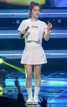 """Red Velvet's """"Dumb Dumb"""" Stage Style"""