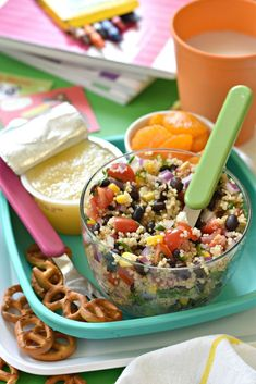 Back to school is fast approaching and who wants to send their kiddos to school with a vegan packed lunch consisting of a boring soggy sandwich? If you are out of ideas for what to pack then these 40 Healthy Plant-Based Packed Lunch Ideas are your soluti Lunch Recipes, Whole Food Recipes, Diet Recipes, Vegetarian Recipes, Healthy Recipes, Vegan Vegetarian, Healthy Vegetarian Lunch Ideas, Veggie Lunch Ideas, Diabetic Lunch Ideas