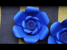 Dear Paper Flowers Lover, This video shows how to make a giant paper flower inches) using the two smallest petals of the the Petal Design 1 set availa. Giant Paper Flowers, Paper Roses, Origami Lotus Flower, Paper Flower Backdrop Wedding, Background Diy, How To Make Paper Flowers, Rose Tutorial, Flower Template, Flower Making