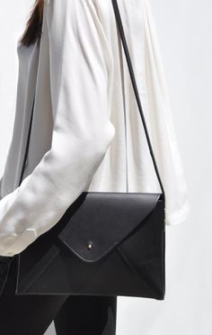 Leather Envelope Bag - chic style, structured handbag // Lizzy Disney